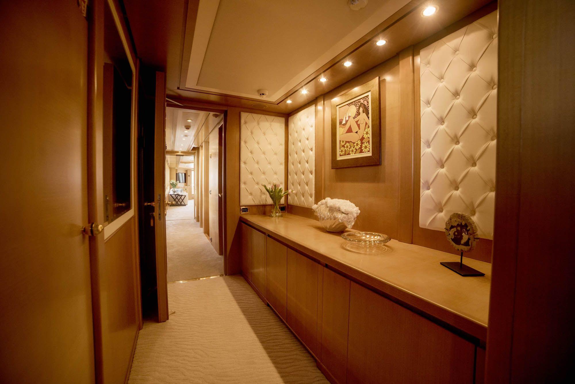 ISA Motor Yacht OASIS Owners Suite