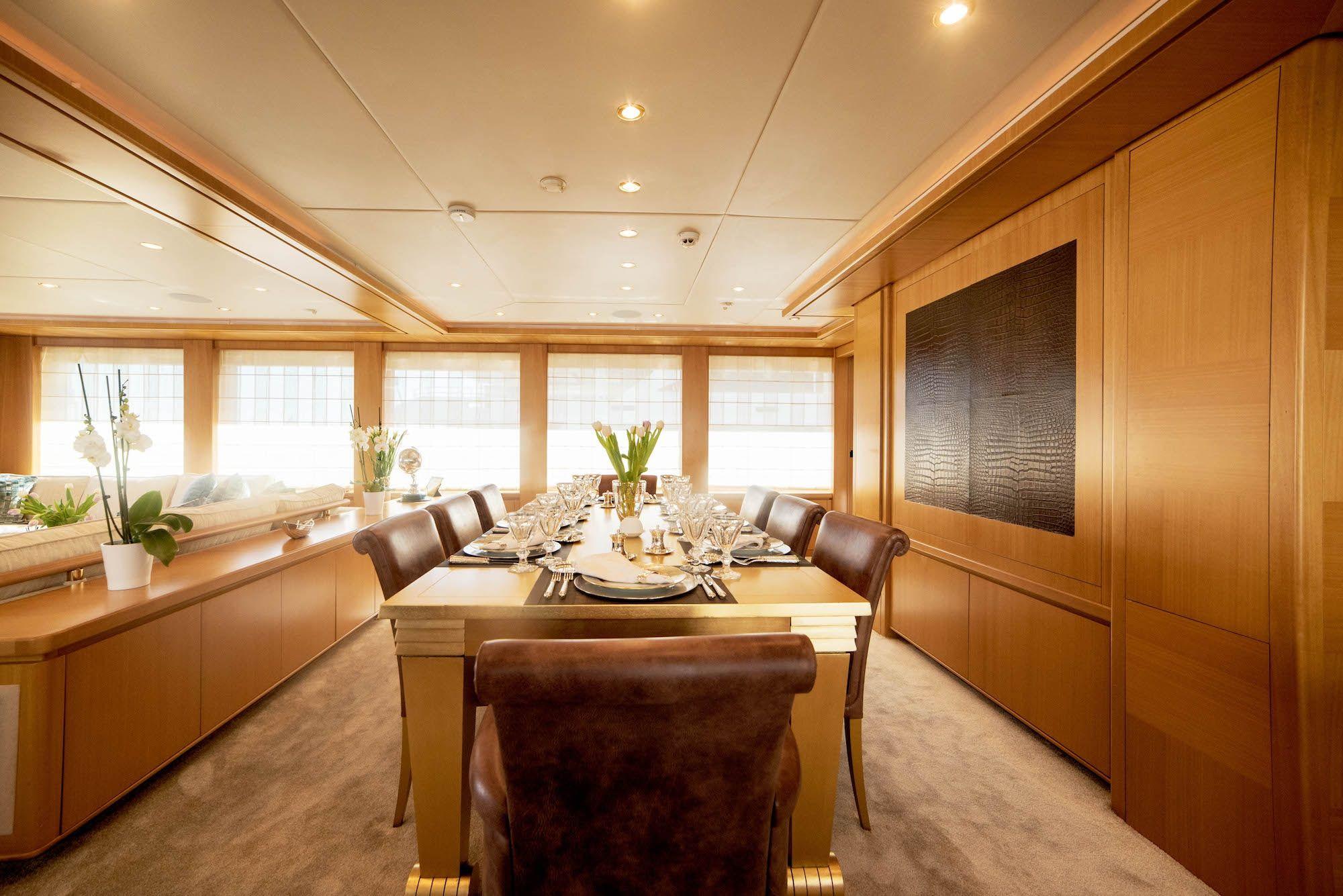 ISA Motor Yacht OASIS Dining
