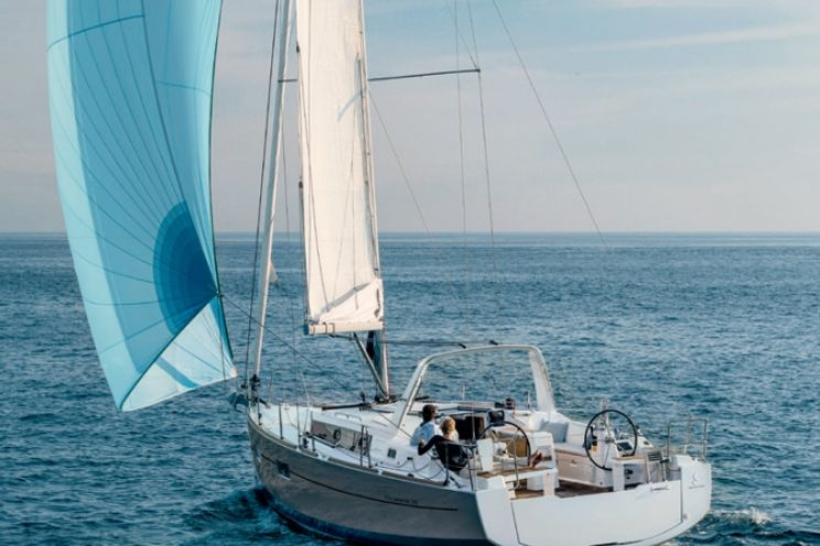 Charter Yacht Oceanis 382 - 3 Cabins - Palermo - Procida - Sicily