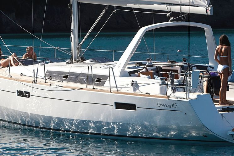 Charter Yacht Beneteau Oceanis 45 - 4 Cabins - Tortola