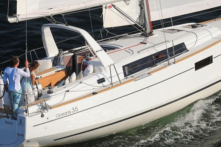 Charter Yacht Oceanis 35 - 3 Cabins - 2015 - Barcelona