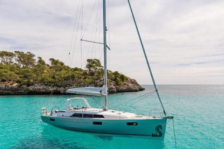 Charter Yacht Oceanis 41.1 - 2020 - 3 cabins (3 double) - Alimos - Lavrion - Mykonos