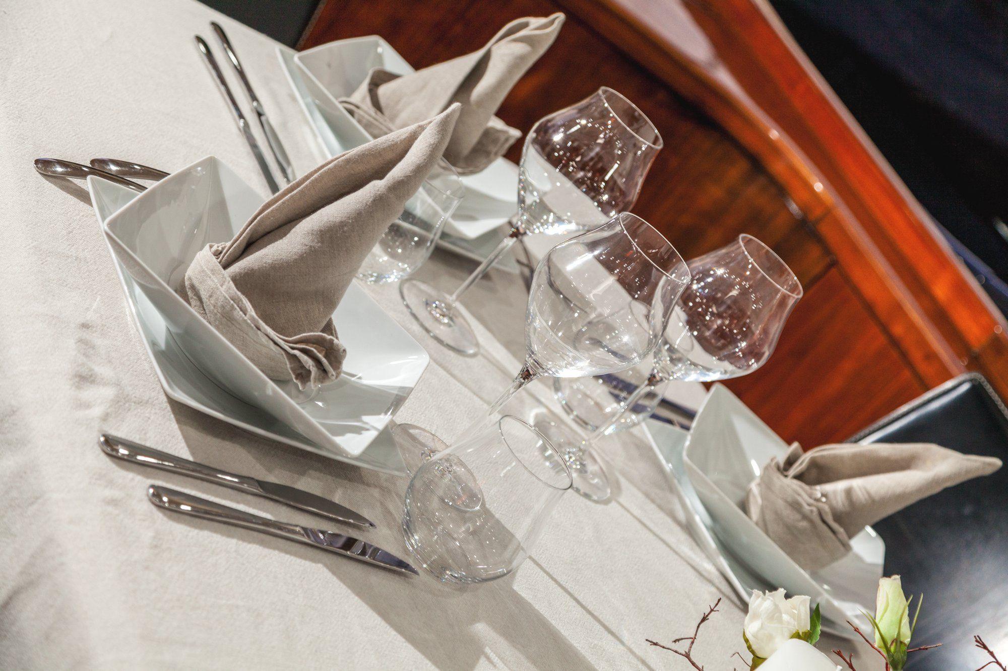 OCTAVIA Sunseeker Predator 83 Luxury Motoryacht Dining