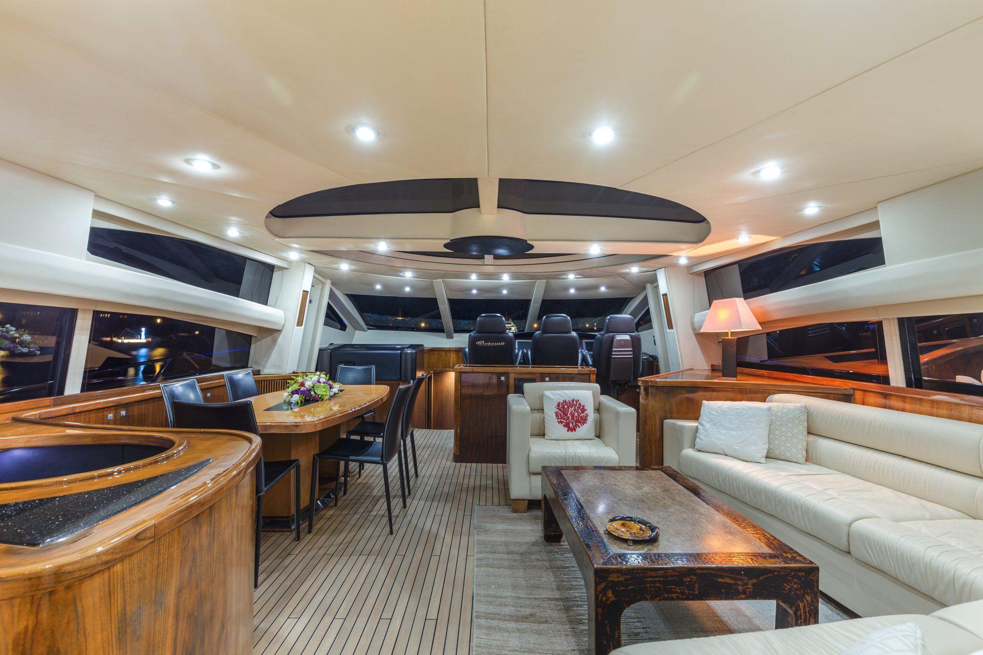 OCTAVIA Sunseeker Predator 83 Luxury Motoryacht Lounge