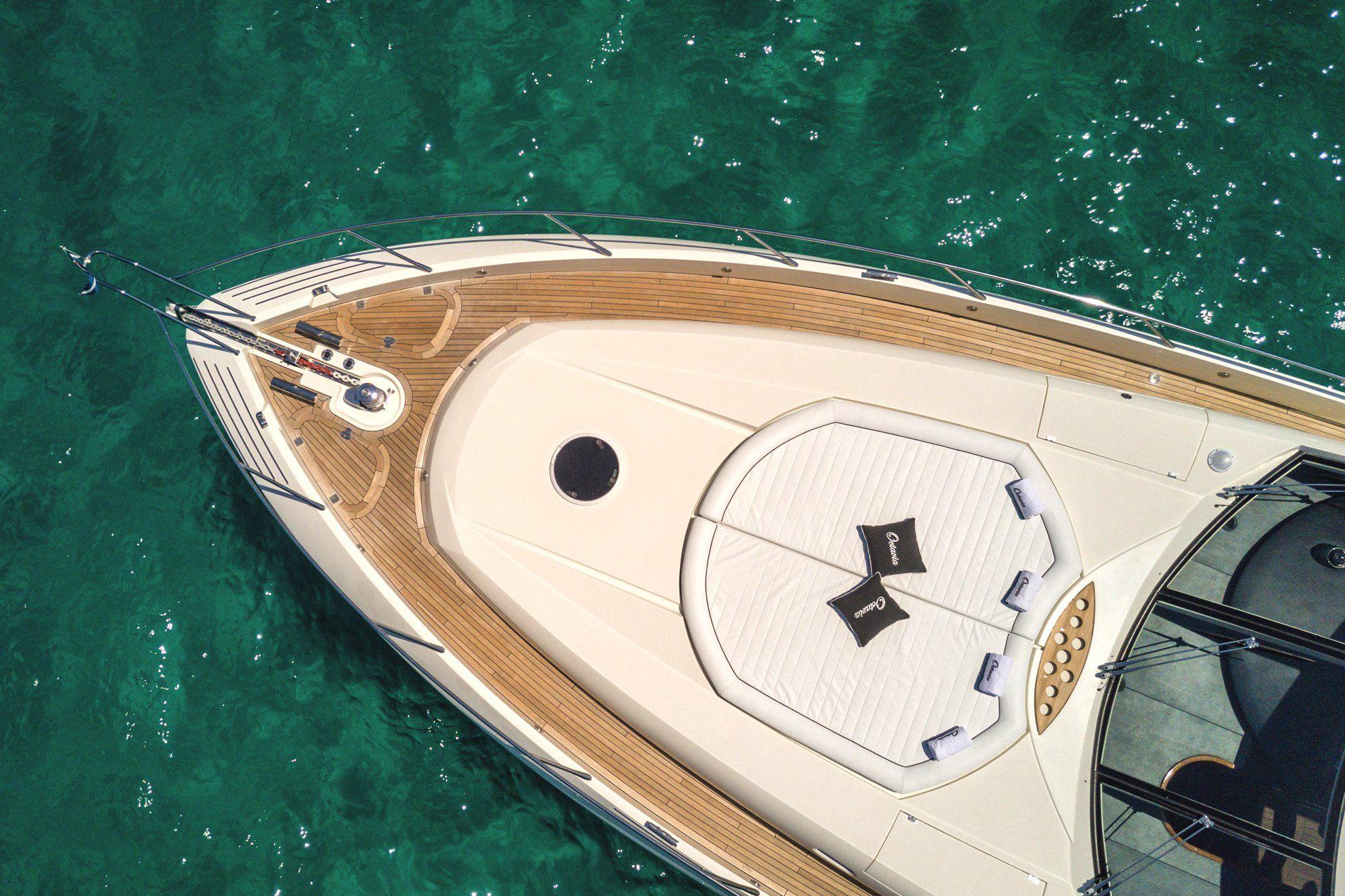 OCTAVIA Sunseeker Predator 83 Luxury Motoryacht Bow