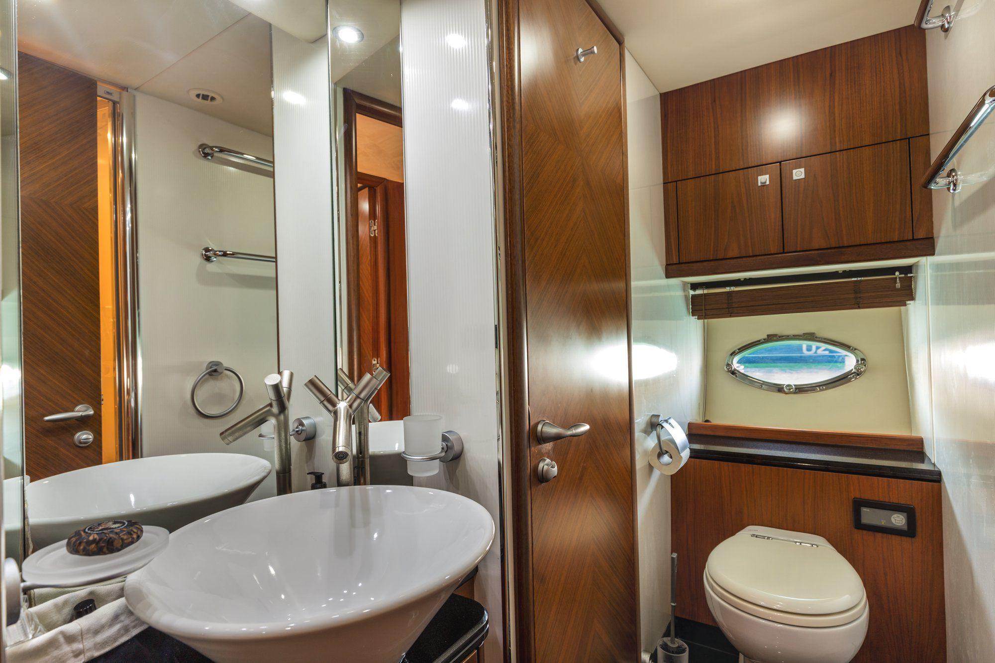 OCTAVIA Sunseeker Predator 83 Luxury Motoryacht Bathroom