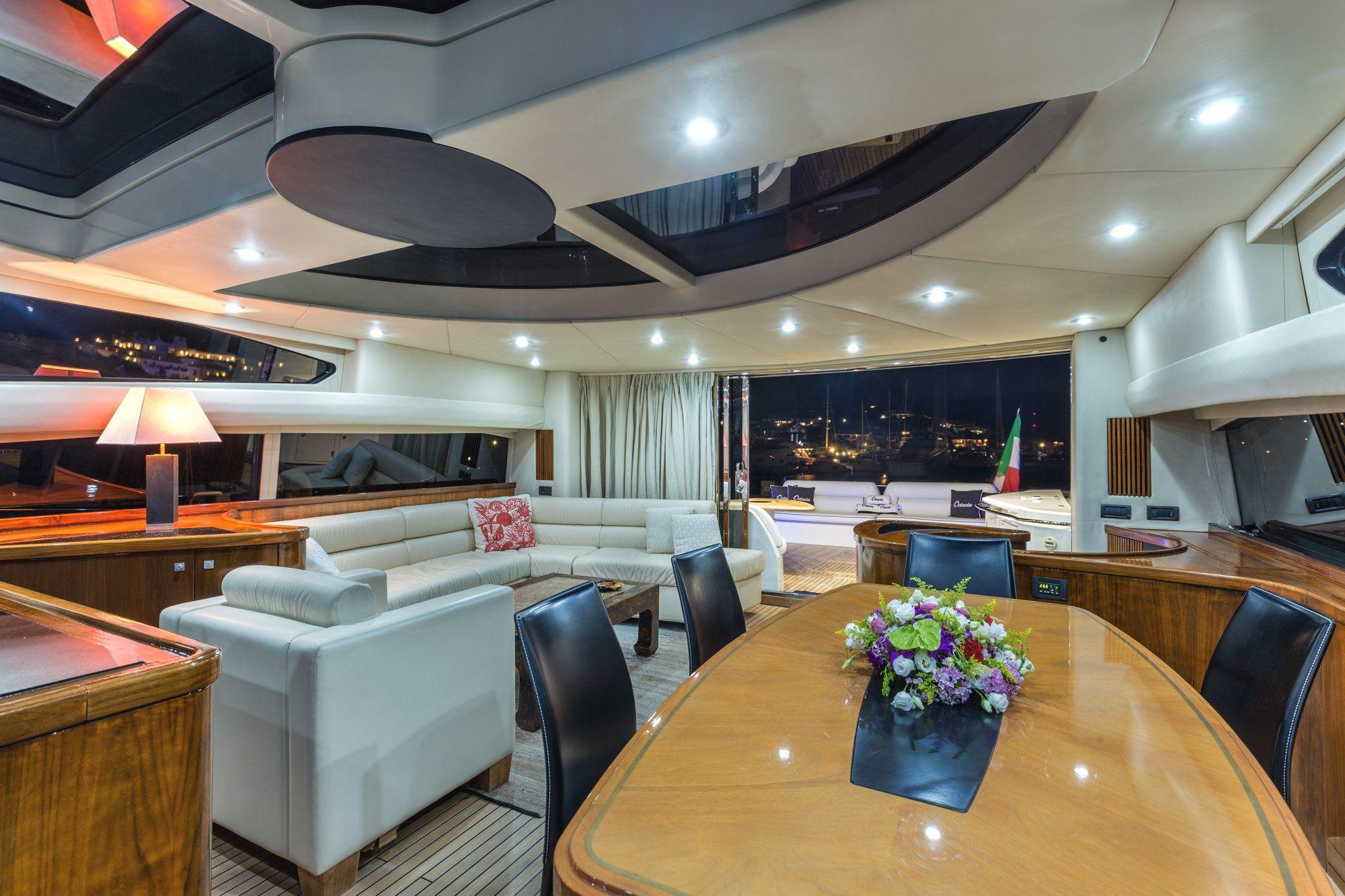 OCTAVIA Sunseeker Predator 83 Luxury Motoryacht Saloon