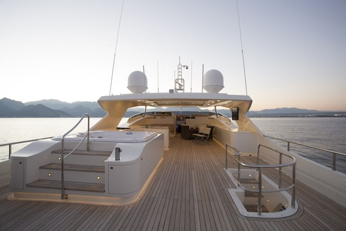 Aft deck with jacuzzi