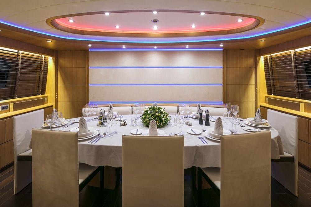 PARIS A - Dining table