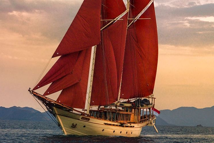 Charter Yacht Phinisi 50 - 5 Cabins - Komodo and Raja Ampat, Indonesia