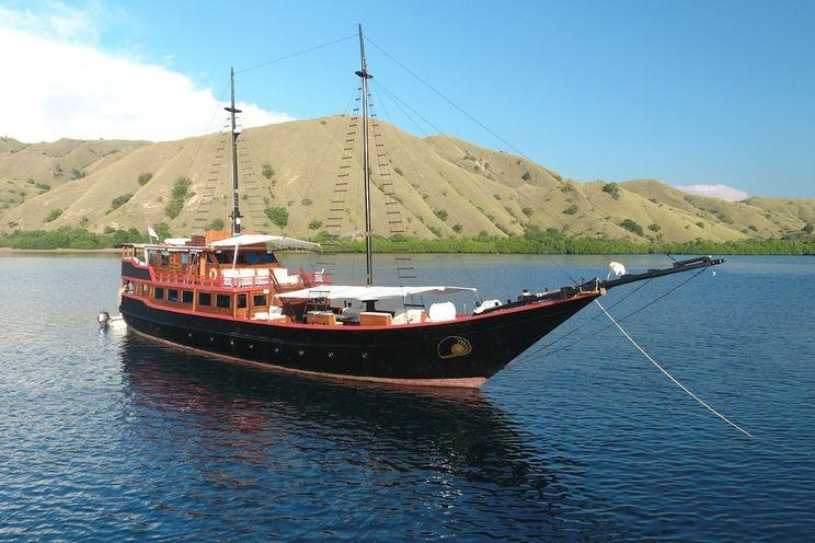 Charter Yacht PHINISI 42 SAM - 5 Cabins - Komodo, Raja Ampat - East Indonesia