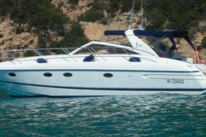 Princess V42 - Day Charter - St Tropez - Port Grimaud - Cogolin