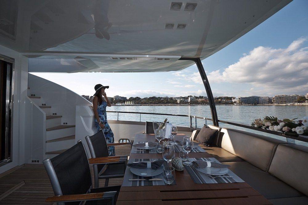 QUANTUM Motor Yacht Aft Deck