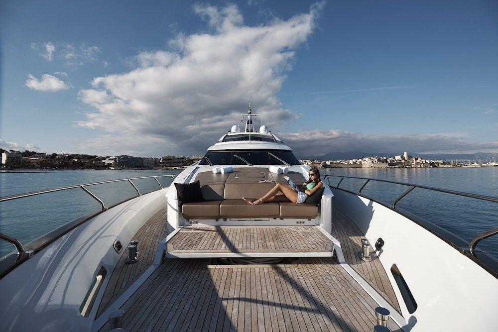 QUANTUM Motor Yacht Sunbathing