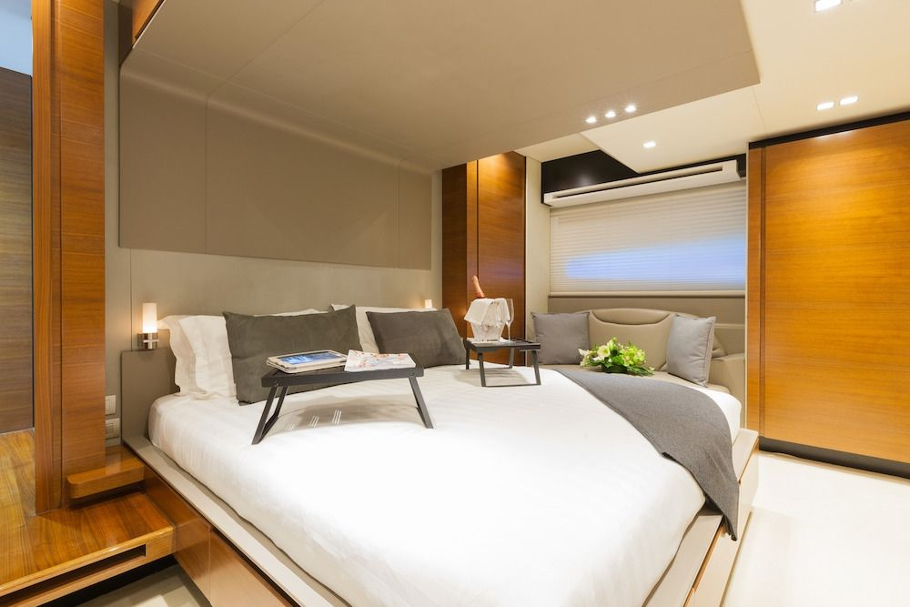 QUANTUM Motor Yacht VIP