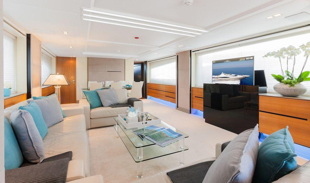 QUANTUM Motor Yacht Saloon