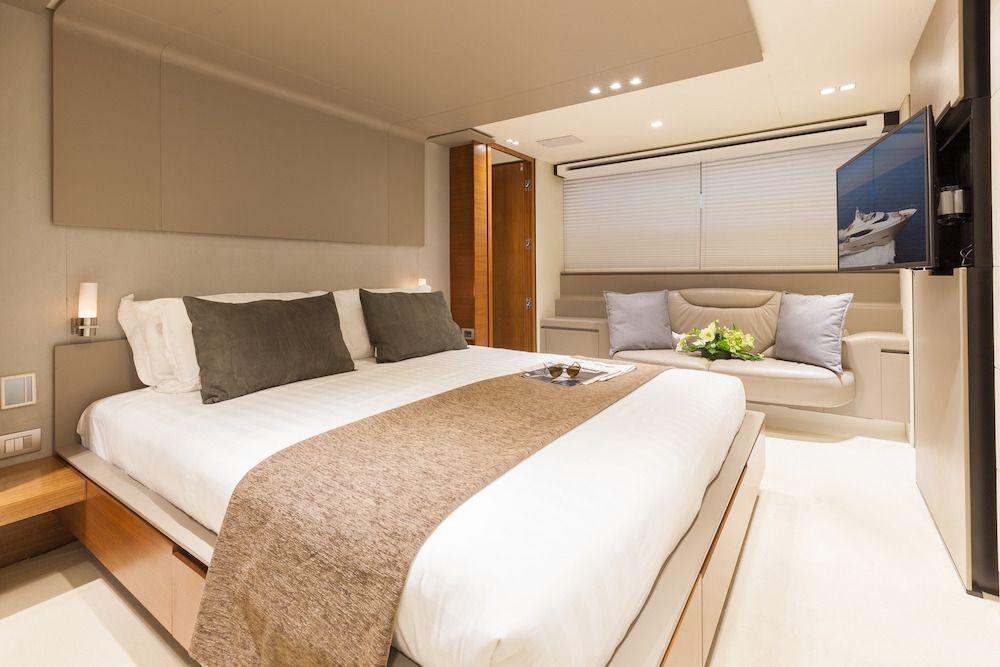 QUANTUM Motor Yacht Master Cabin