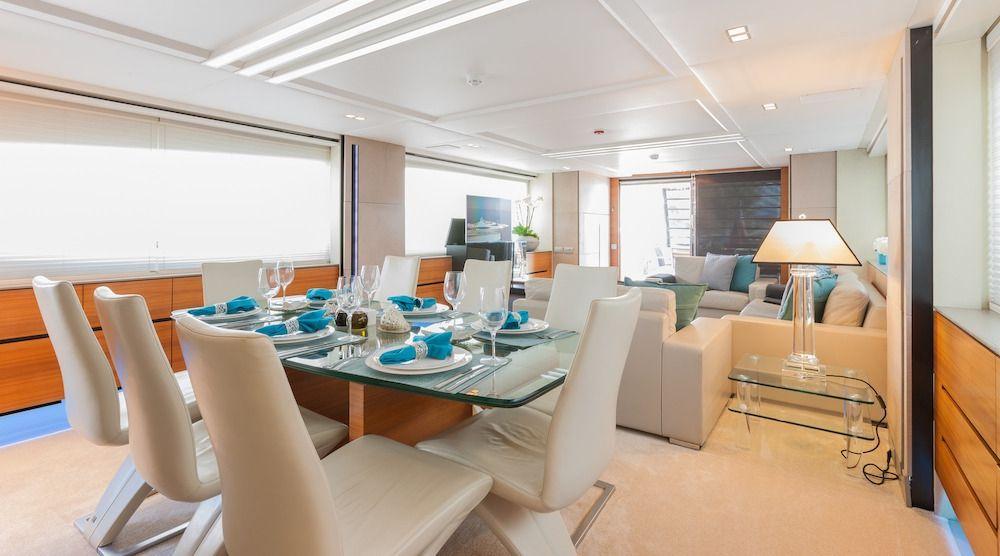 QUANTUM Motor Yacht Interior Dining