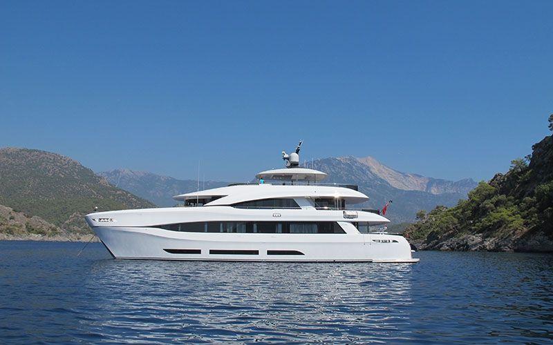 QUARANTA Curvelle 34m Luxury Superyacht Floating Palace