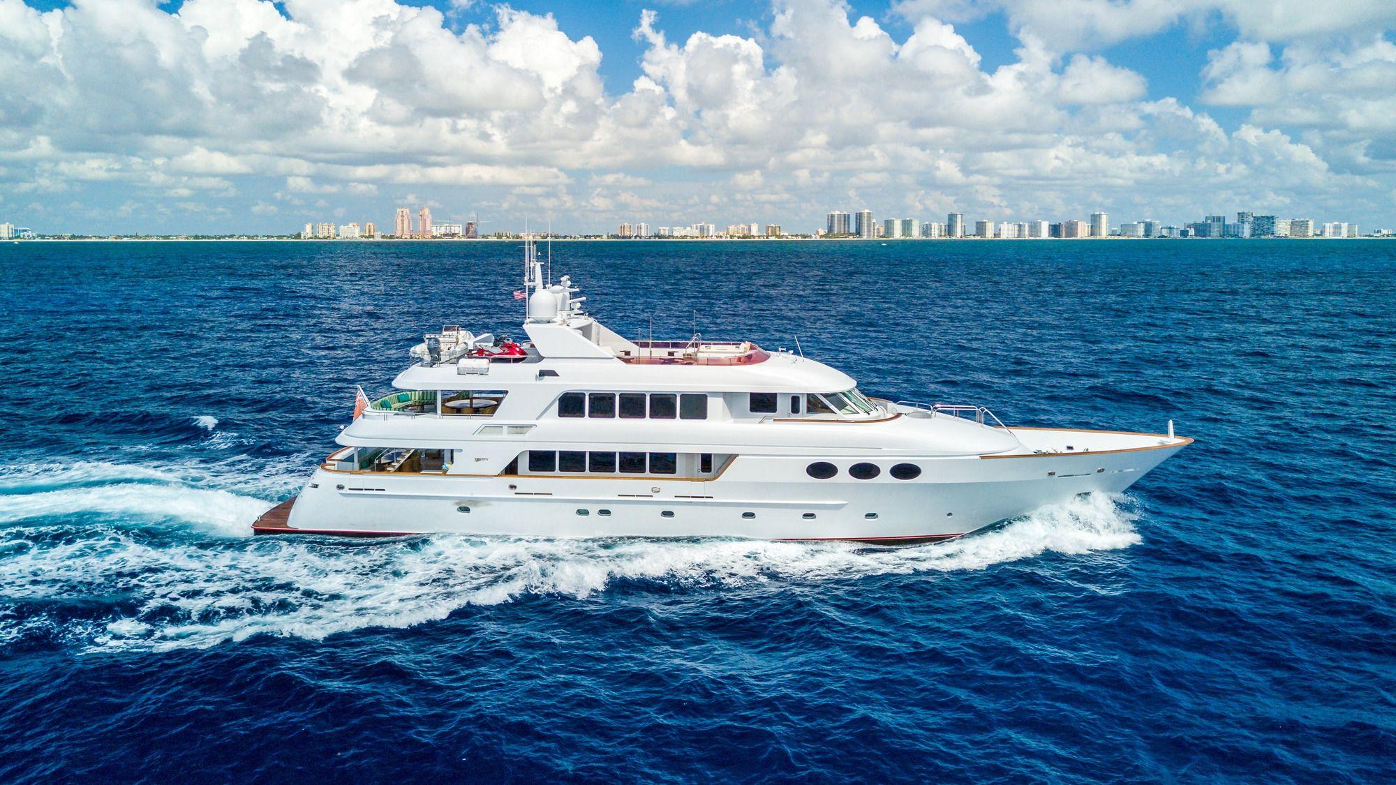 RELENTLESS Trinity 145 Luxury Superyacht Running