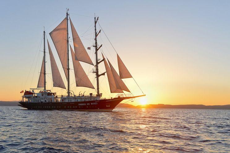 Charter Yacht RUNNING ON WAVES - 209` Segel Masten Yachten - 18 Cabins - Athens
