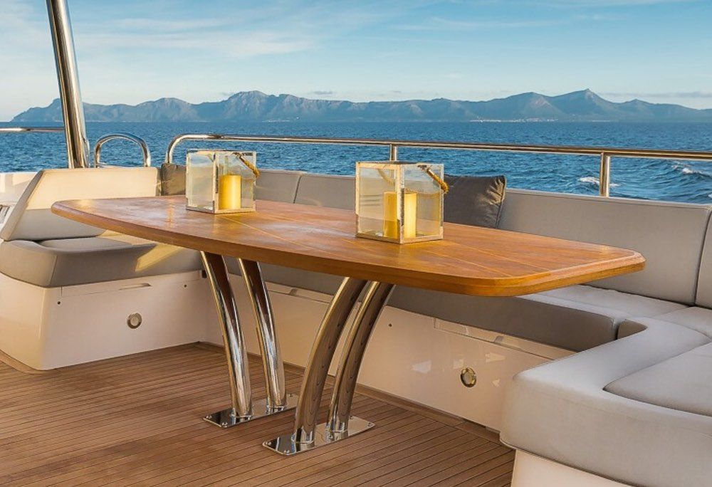 Sunseeker 86 Yacht RUSH X Fly Dining