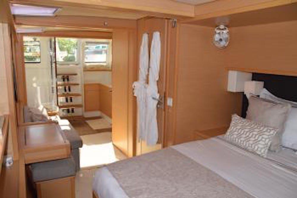 SANDISEAS - Lagoon 62 - Master Aft Queen Suite