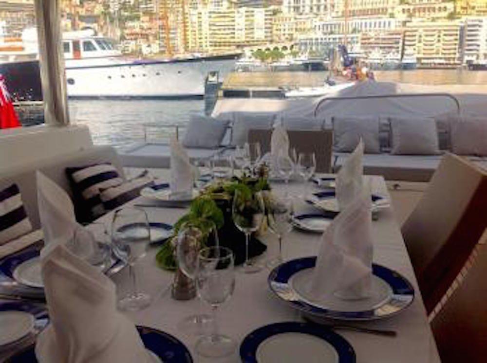 SANDISEAS - Lagoon 62 - Aft Deck Dining