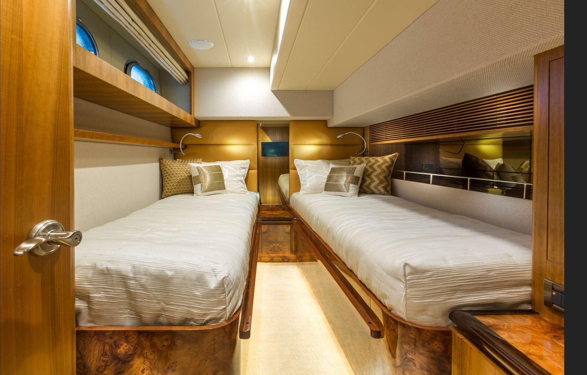 Horizon 60 SEA BOSS Twin Cabin