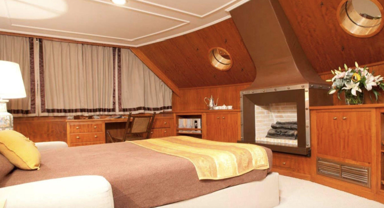 SECRET LIFE Cabin