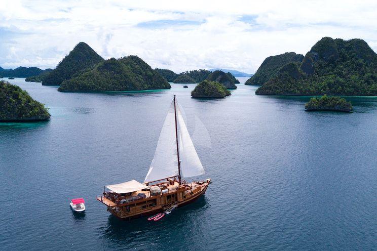 Charter Yacht SEQUOIA - Custom 26 M - 3 Cabins - Komodo - Bali - Raja Ampat