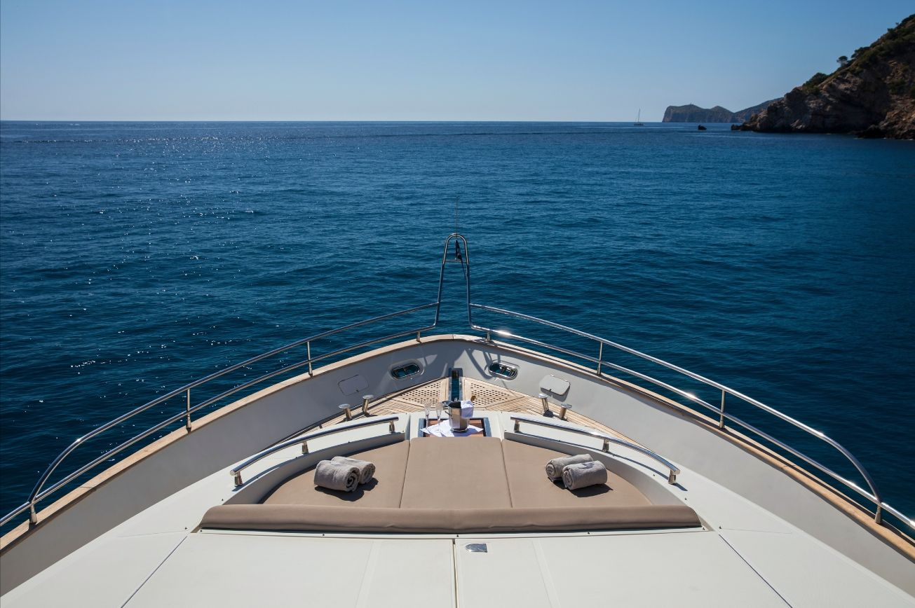 SERAPH Mochi Craft Crewed Motoryacht Bow