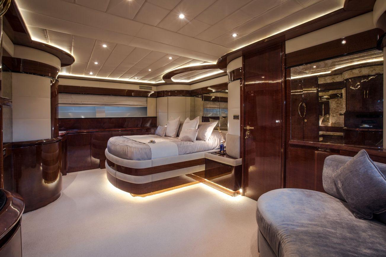 SERAPH Mochi Craft Crewed Motoryacht Master Cabin