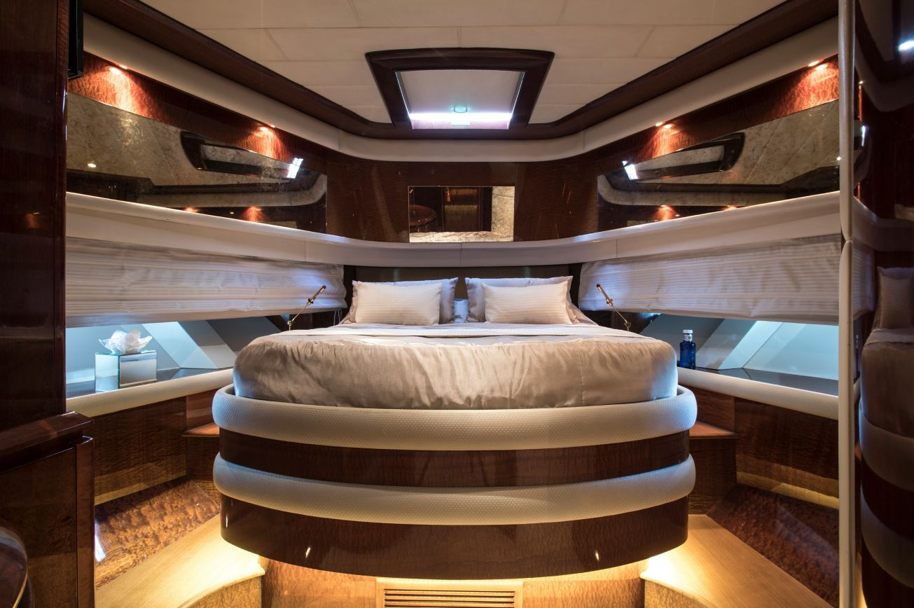 SERAPH Mochi Craft Crewed Motoryacht VIP Cabin