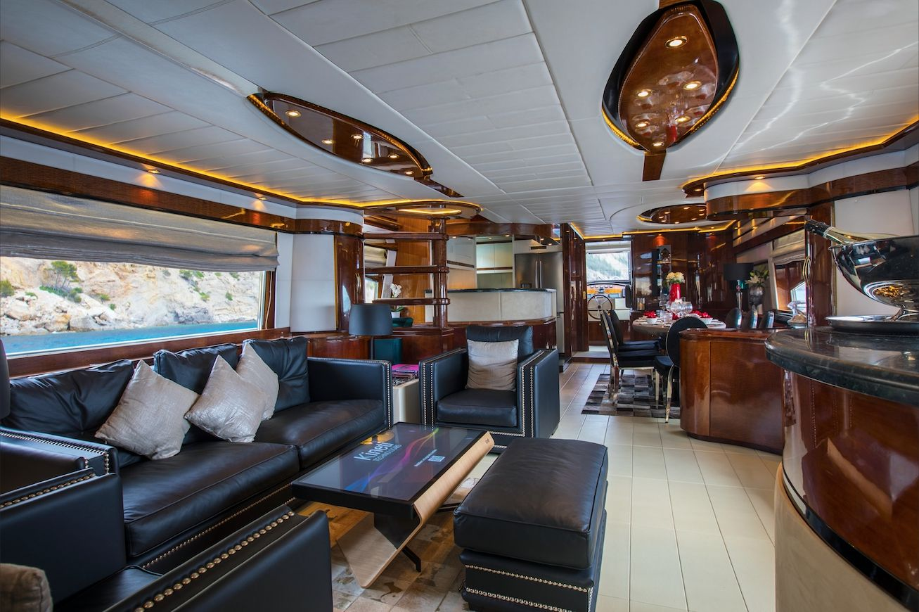 SERAPH Mochi Craft Crewed Motoryacht Salon