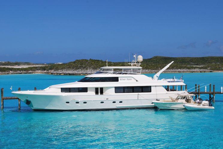 Charter Yacht SILVER MOON - Westport 112 - 4 Cabins - Nassau - Georgetown - Paradise Island - Florida