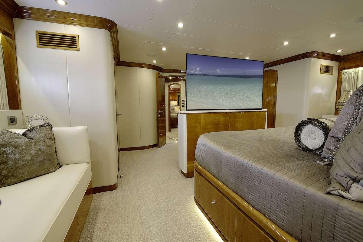 STERLING V Yacht Master