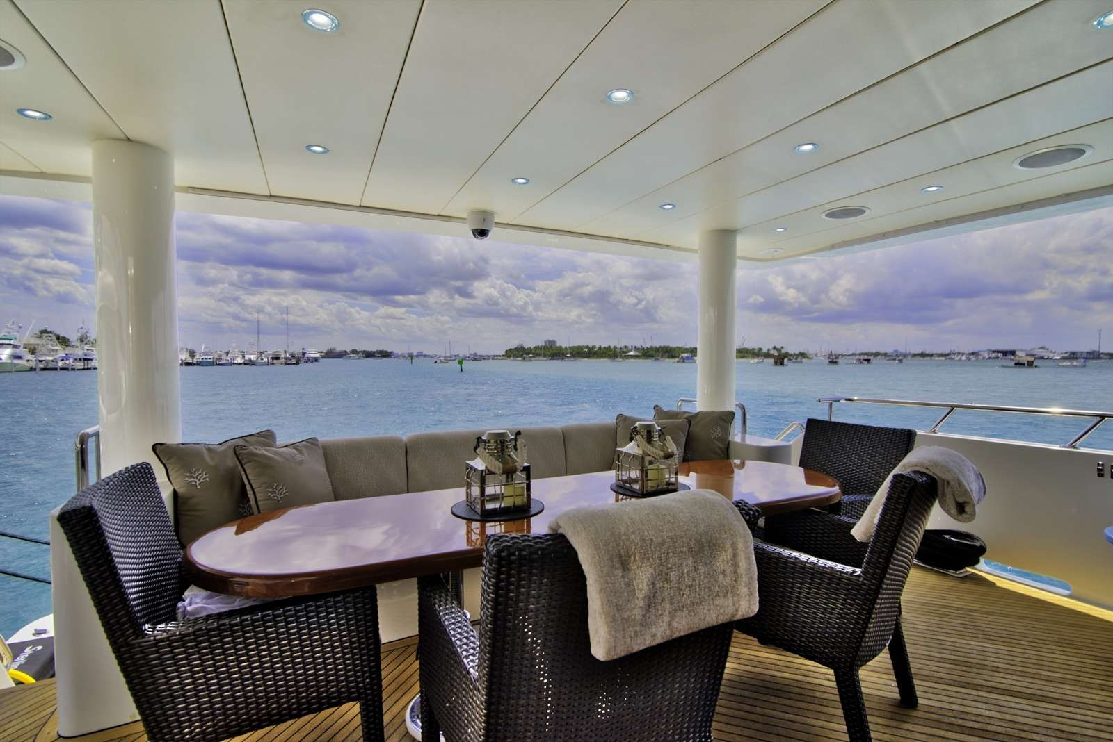 STERLING V Yacht Alfresco Dining