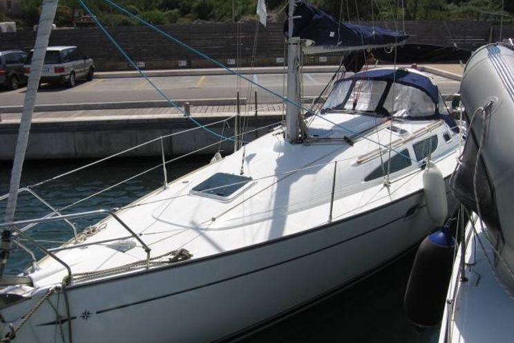 Charter Yacht Sun Odyssey 35 - 3 Cabins - Tuscany - Italy