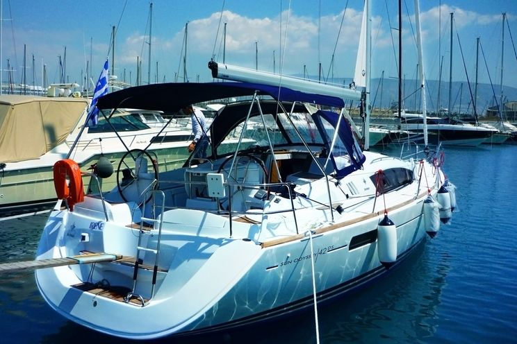 Charter Yacht Sun Odyssey 42 DS - 2010 - 3 Cabins