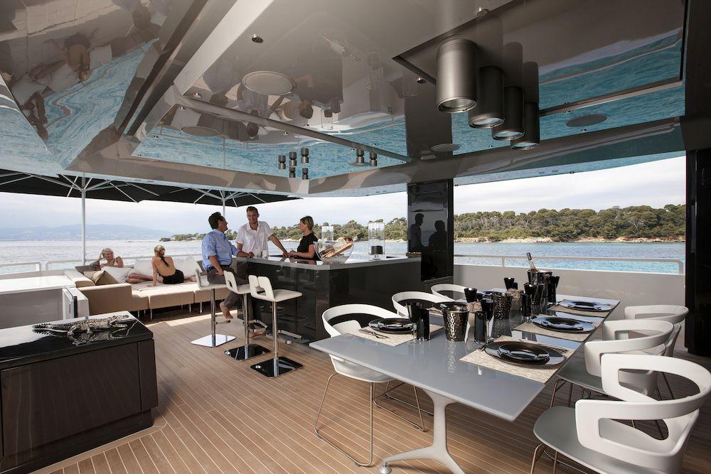 Alfresco Dining Flybridge