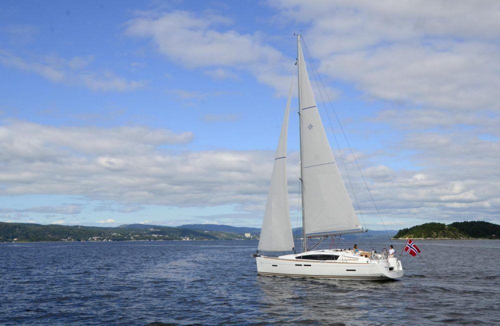 Sun Odyssey 41DS Sailing