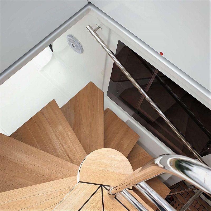 stairway to the flybridge