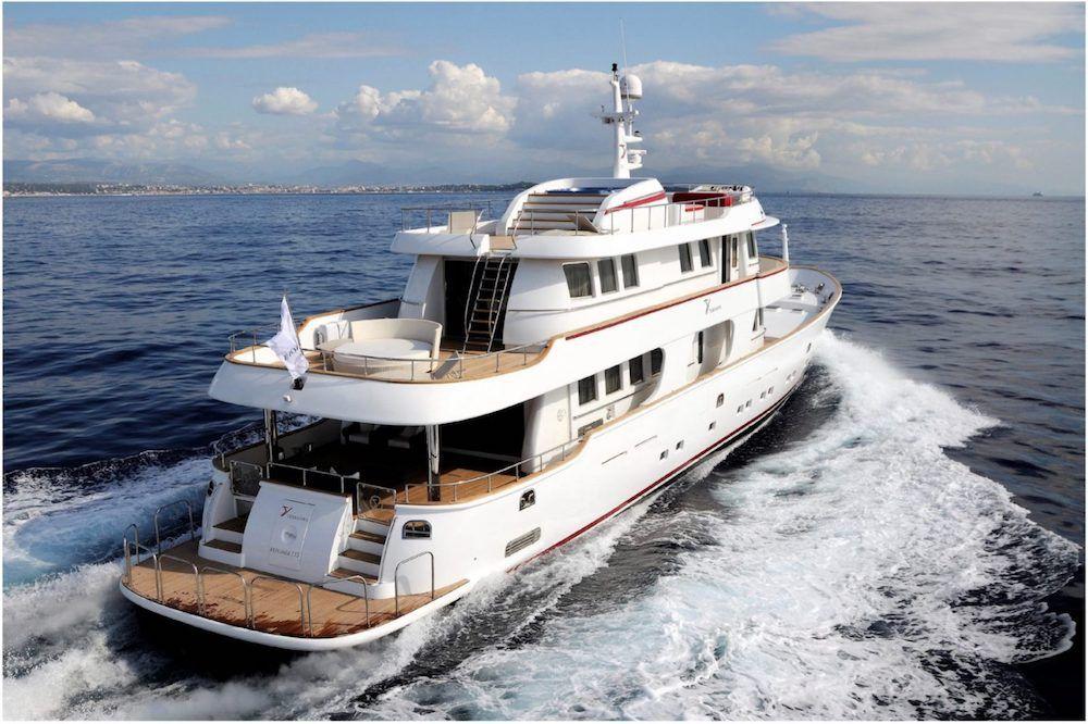 TANANAI Yacht Underway