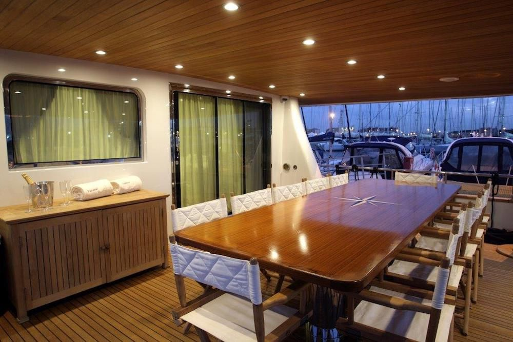 TANANAI Yacht Dining