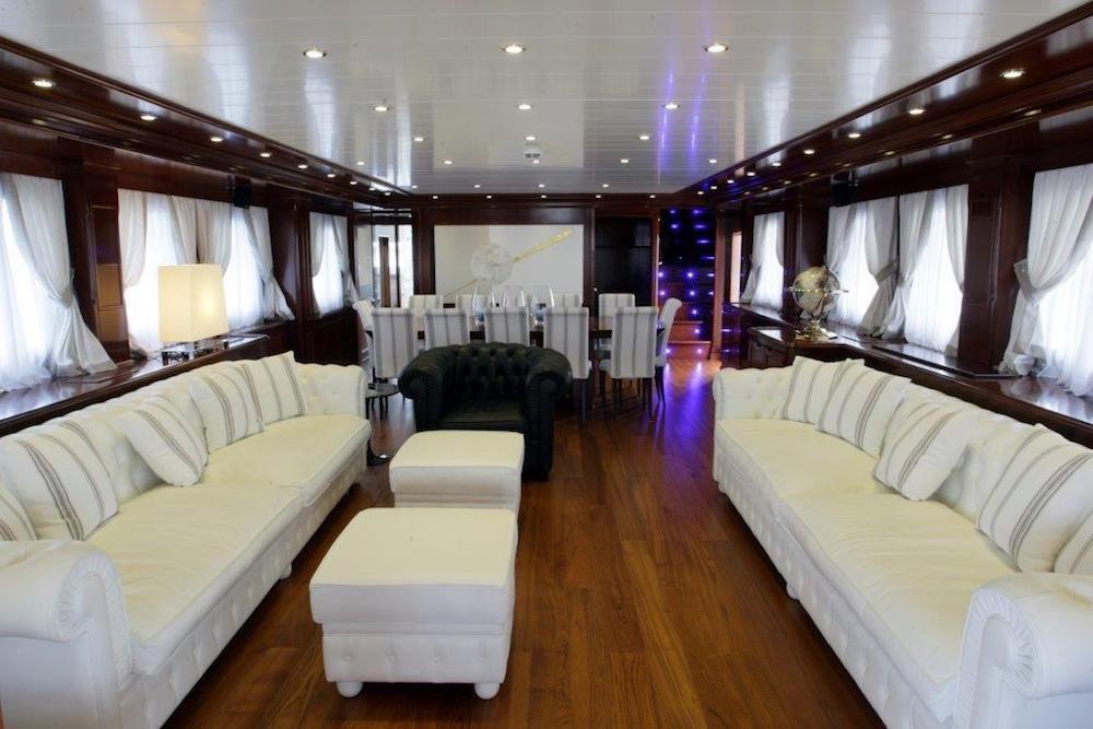 TANANAI Yacht Saloon