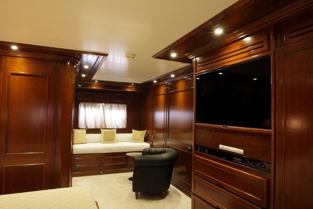 TANANAI Yacht Master Suite Tv