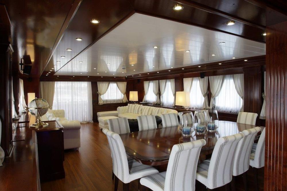 TANANAI Yacht Main Dining