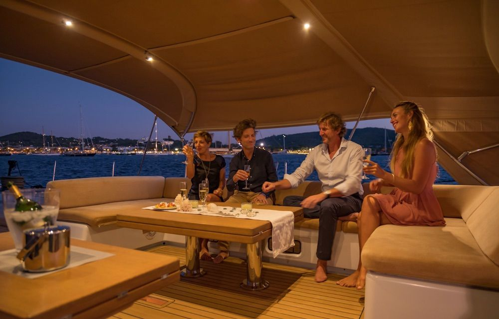 Boatbookings THALIMA Sailing Yacht Cocktails