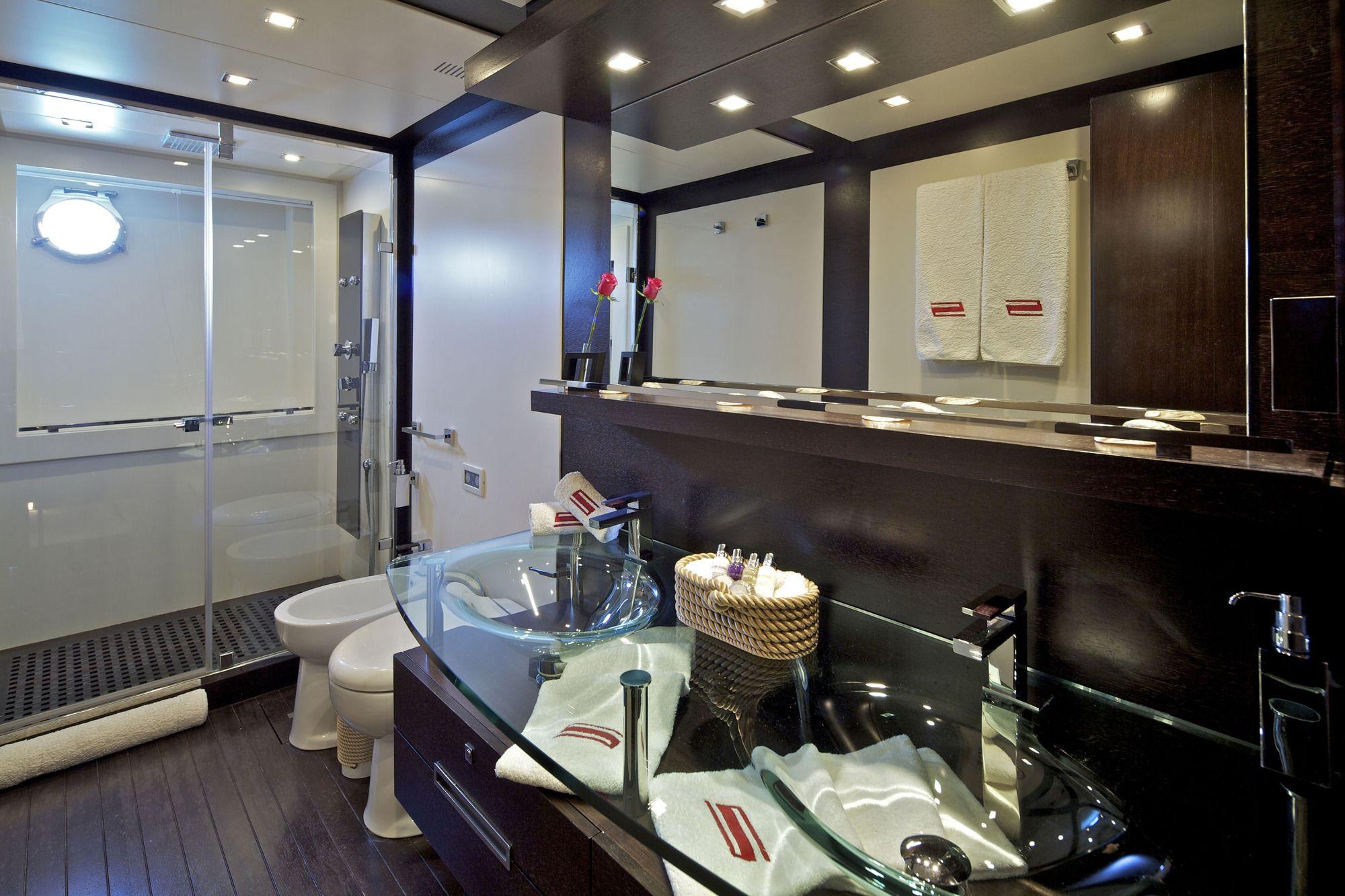 THEA MALTA Azimut 86 Master Bathroom